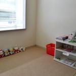 待合室はフラットスペースもご用意しています。お子様のプレイルームとしても利用できます。